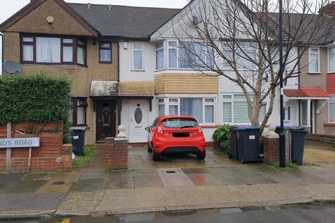 2 bedroom terraced house - Woodlands Road, Edmonton, London, N9
