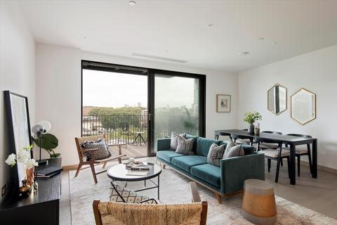 2 bedroom flat for sale - Legacy Building, Embassy Gardens, London, SW11