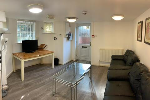3 bedroom apartment to rent - Parsonage Road, Manchester