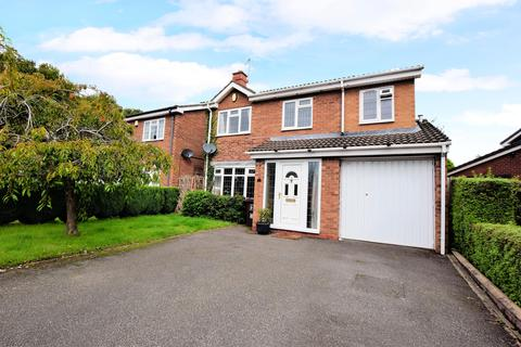 4 bedroom detached house - Dalecote Avenue, Solihull, B92 9QR