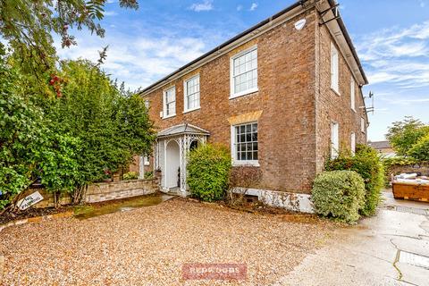 2 bedroom flat for sale - Old Windsor