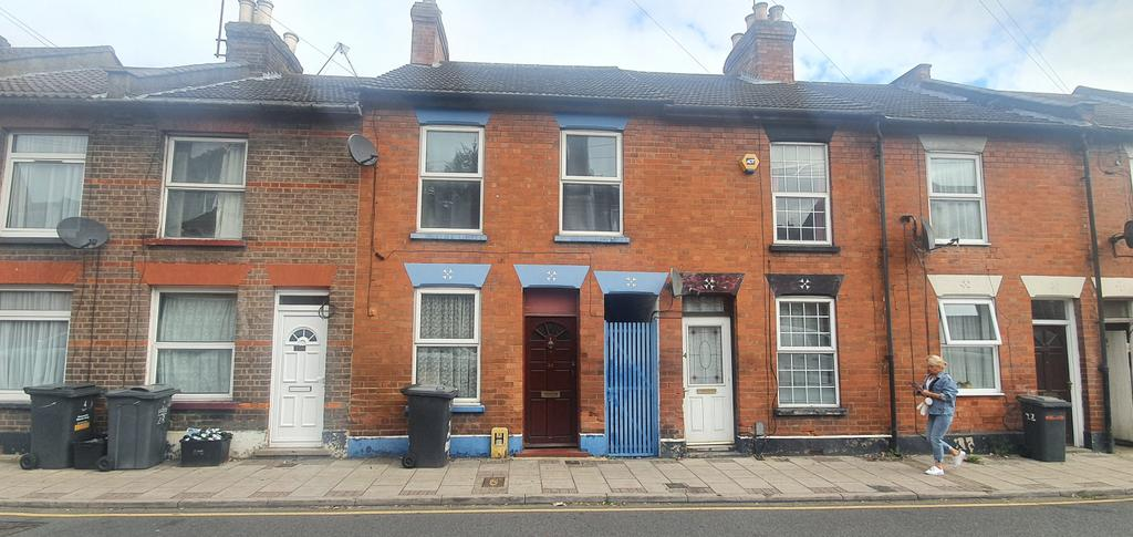 Outstanding three bedroom terraced house on russe