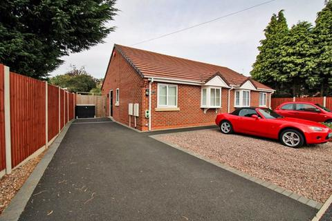 2 bedroom semi-detached bungalow for sale - Renton Road, Wolverhampton