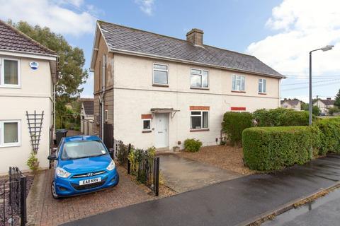 3 bedroom semi-detached house - Heathcote Road, Melksham