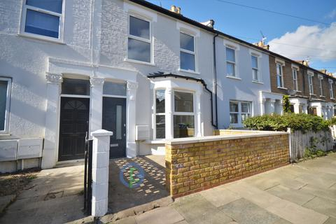 4 bedroom terraced house for sale - Russell Road, London, N13