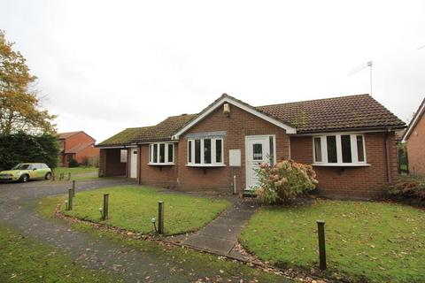 2 bedroom detached bungalow to rent - Tibberton Close, Solihull