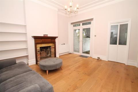 2 bedroom flat to rent - Park Avenue, Palmers Green, London N13