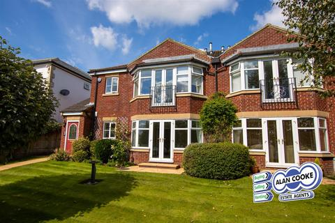 2 bedroom flat for sale - The Drive, Alwoodley