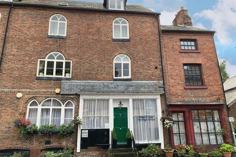 5 bedroom house - 31 High Street, Llanfyllin