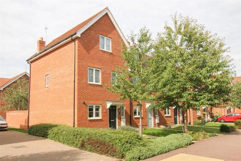 4 bedroom end of terrace house for sale - Collington Road, Aylesbury