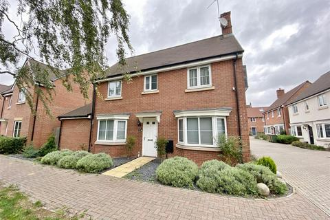 4 bedroom detached house for sale - Wright Close, Bushey