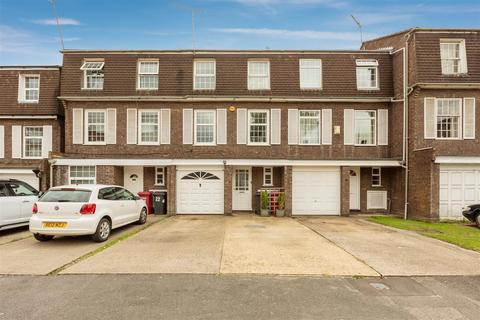 3 bedroom townhouse for sale - Arborfield Close, Slough