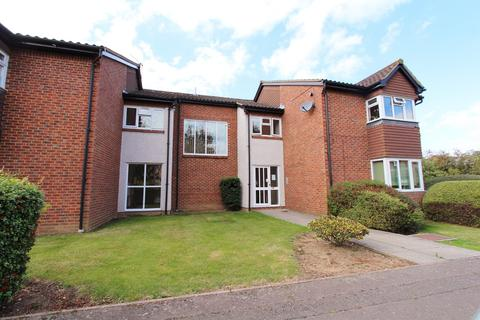 Studio to rent - Rabournmead Drive, Northolt, Middlesex, UB5