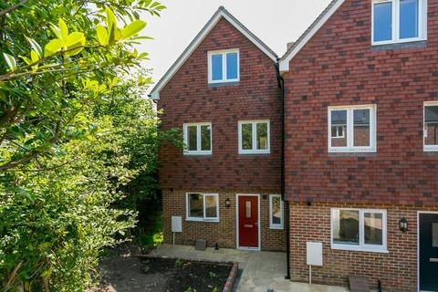 4 bedroom end of terrace house to rent - Mutton Hall Hill, HEATHFIELD