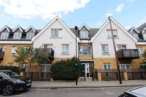2 bedroom apartment to rent - Featherstone Road, Southall
