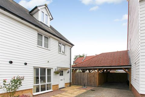 3 bedroom semi-detached house for sale - Ronald Eastwood Row, Ashford