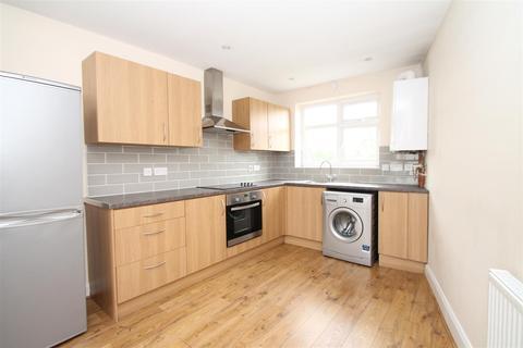3 bedroom maisonette to rent - Hedge Lane, London N13