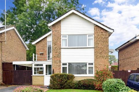 3 bedroom detached house for sale - Landen Park, Horley, Surrey