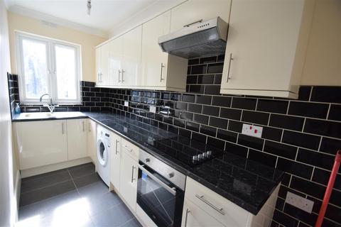 2 bedroom flat to rent - Corbets Tey Road Upminster