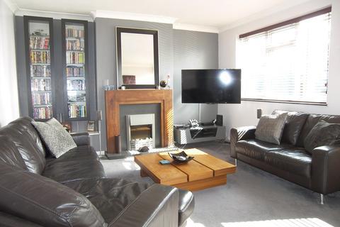 2 bedroom flat for sale - High Street, Potters Bar, EN6
