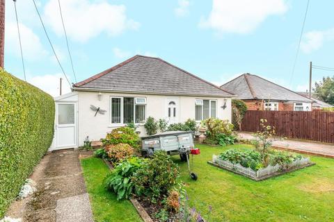 2 bedroom detached bungalow for sale - Thatcham,  West Berkshire,  RG18