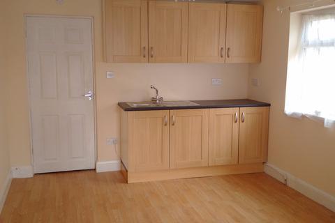 Studio to rent -  Uxbridge Road,  Hayes, UB4