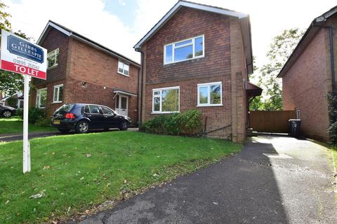 3 bedroom detached house to rent - Sylvana Close, Uxbridge, Middlesex UB10 0BH