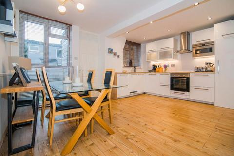 2 bedroom terraced house for sale - Evesham Way, London, SW11