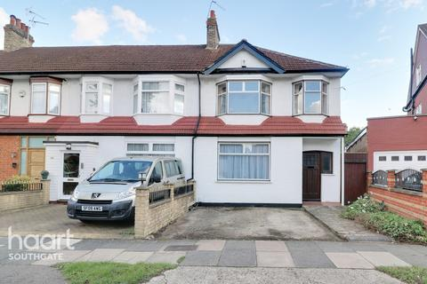 3 bedroom end of terrace house for sale - Princes Avenue, London