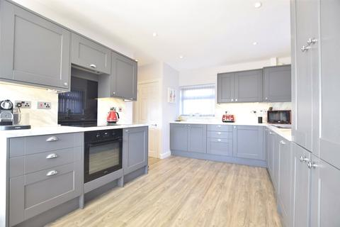 3 bedroom semi-detached house for sale - Roosevelt Avenue, Charlton Kings, Cheltenham, Gloucestershire, GL52