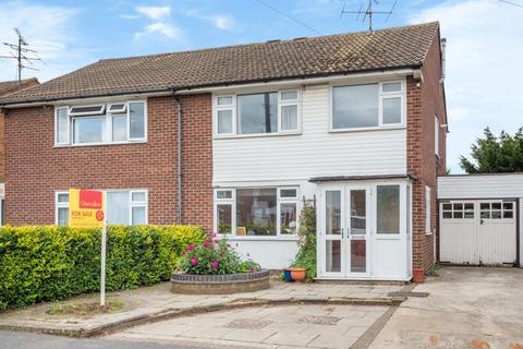 3 bedroom semi-detached house for sale - Elmhurst Aylesbury,  Buckinghamshire,  HP20