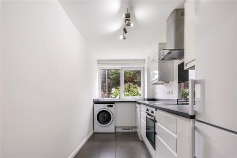 2 bedroom flat to rent - Trent Court, New Wanstead, London, E11