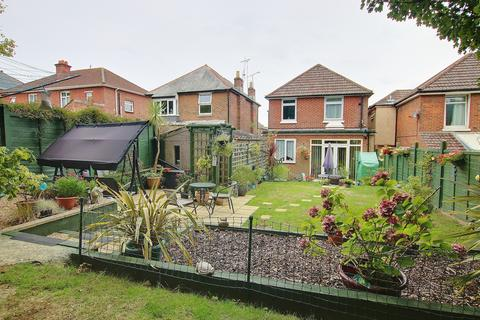 3 bedroom detached house for sale - EXTENDED! NO CHAIN! BEAUTIFUL GARDEN! GARAGE!