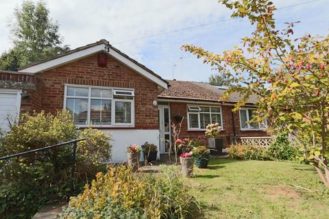 3 bedroom bungalow for sale - Mead Way, Coulsdon