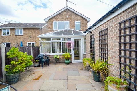 3 bedroom detached house for sale - Middlecliff Close, Waterthorpe, Sheffield, S20