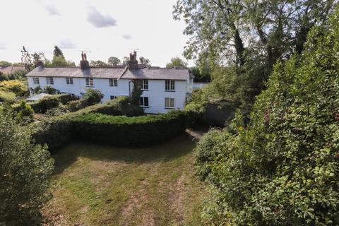 3 bedroom end of terrace house for sale - Sandhurst - Requires Modernisation