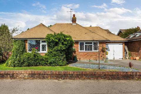 2 bedroom detached bungalow for sale - Grange Close, Edenbridge, TN8