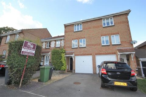 3 bedroom townhouse for sale - Lovage Road, Whiteley