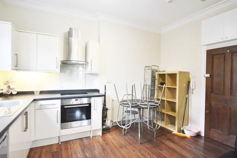 Studio to rent - High Road, London, N15