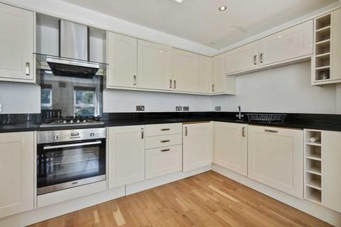 2 bedroom flat to rent - Fortess Road, Kentish Town, NW5 1AG
