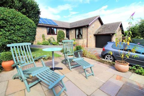 3 bedroom bungalow for sale - Mitchell Close, Worsbrough, Barnsley, South Yorkshire, S70 4RZ