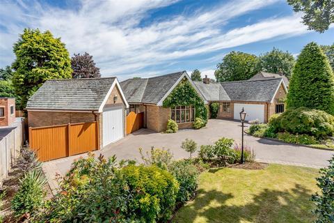 4 bedroom detached bungalow - Lichfield Road, Sutton Coldfield