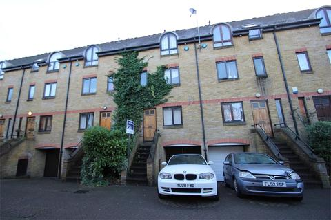 3 bedroom detached house to rent - Roding Mews, Wapping