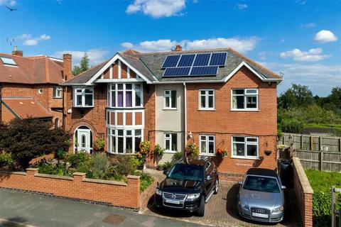 5 bedroom detached house - Benscliffe Drive, Loughborough, LE11