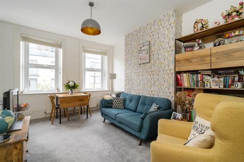 2 bedroom flat - Campsbourne Road, Hornsey N8