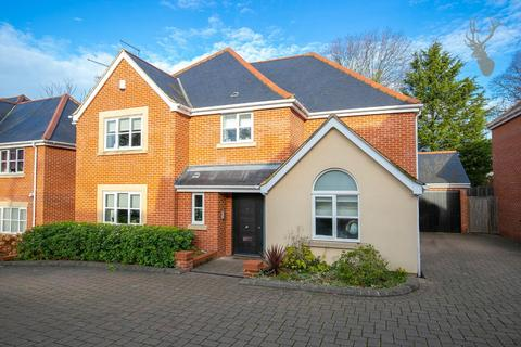 5 bedroom detached house for sale - Wells Gate Close, Woodford Green, Essex
