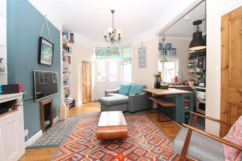 4 bedroom terraced house for sale - Arnold Gardens, Palmers Green, London