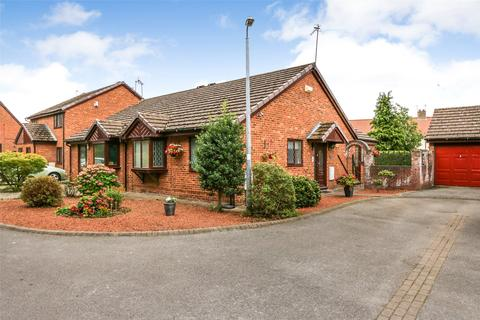 3 bedroom bungalow for sale - King Charles Close, Willerby, Hull, East Yorkshire, HU10