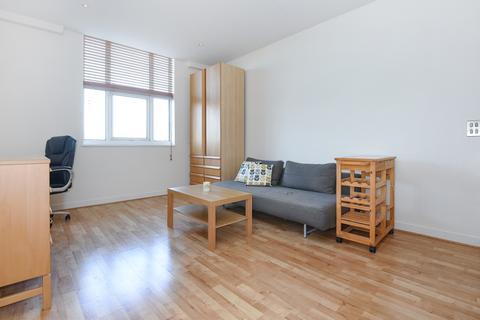 Studio to rent - Bromyard Avenue London W3