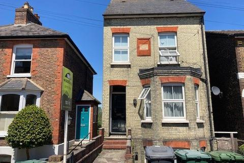 House share to rent - Grovehill Road, Redhill